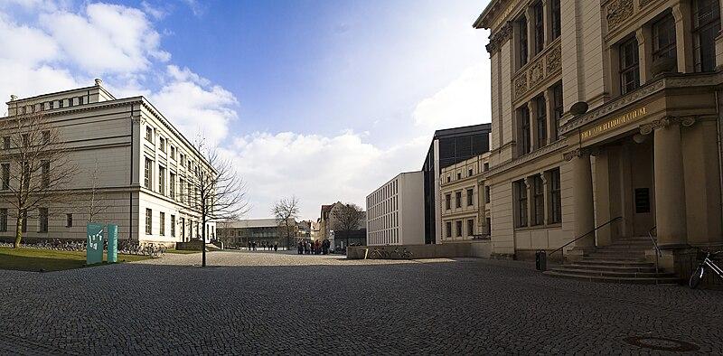 File:UniplatzHalle.jpg