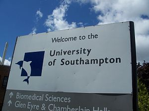 University_of_Southampton_Welcome_Sign,_2008