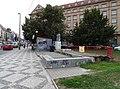 Vítězné náměstí, Svatovítská, zbytky čekárny a záchodů.jpg
