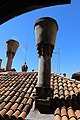 Venezia, palazzo fortuny, vista 02 camini veneziani.jpg