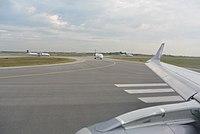 Vienna International Airport Runway 29 04.jpg