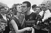 Vierde etappe in de Ronde van Nederland Finish te Sittard Winnaar Jo de Roo wo, Bestanddeelnr 911-2544.jpg