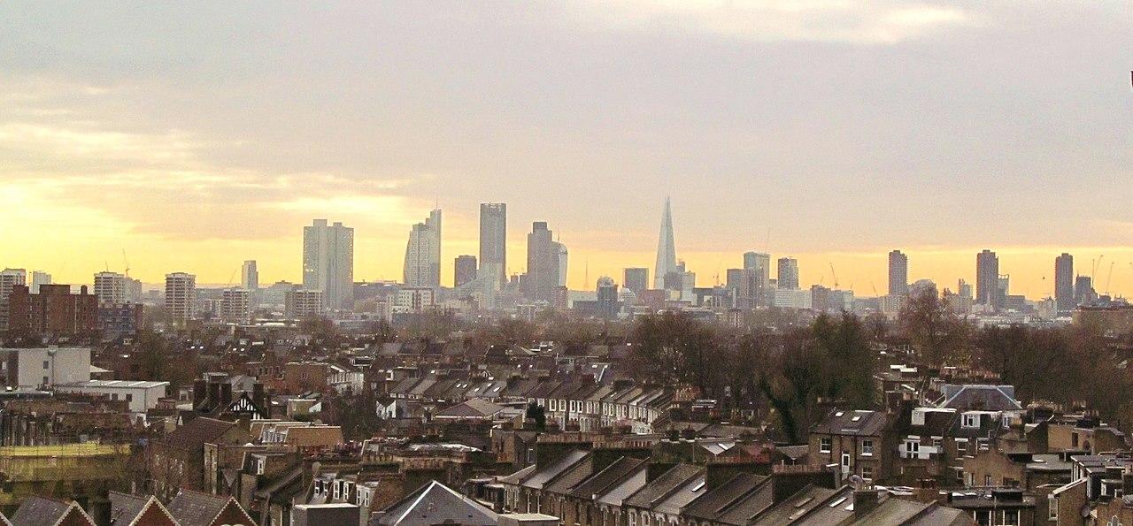 جولة في مدينة الضباب ( لندن ) 1280px-View_of_London_by_David_Holt.jpg