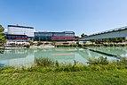 Villach Congress Center über Drauterrassen und Fußgängerbrücke 02072018 3741.jpg