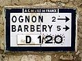 Villers-St-Frambourg (60), plaque Michelin face à l'église.jpg