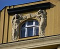 Vinohrady, Slovenská 25, okno ve štítu.jpg