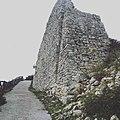 Vista ravvicinata di quel che resta della parete della Chiesa di S. Stefano (Torre di Satriano - Tito - Basilicata).jpg