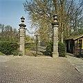 Vooraanzicht van de ingang met hek van Huize der Boede - Koudekerke - 20420219 - RCE.jpg
