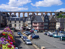 Morlaix wi its viaduct in the backgrund