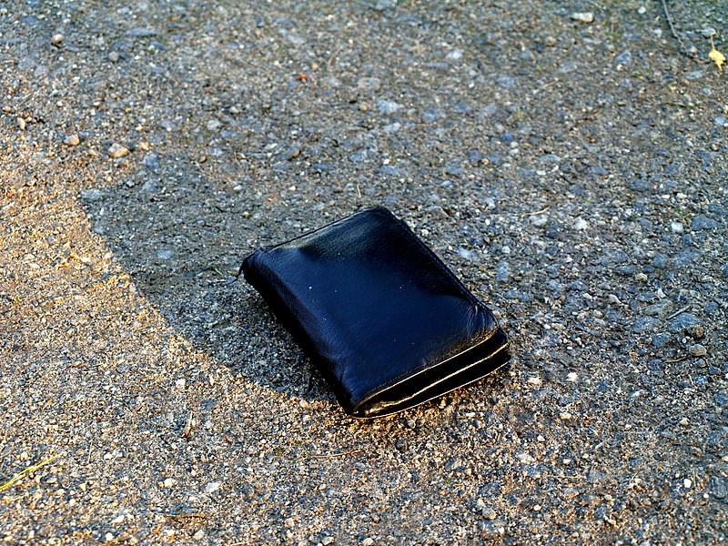 File:Wallet on ground.jpg
