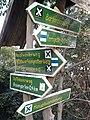 Wegweiser am Kyffhaeuser (Rosengarten 0,4 km).jpg