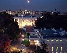 Casa Bianca di notte (ala ovest)