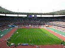 Lo stadio nella sua configurazione con pista d'atletica scoperta