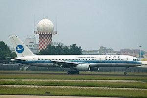 XiamenAir - Boeing 757-200 in Xiamen Airlines' first-generation livery landing at Xiamen Gaoqi International Airport