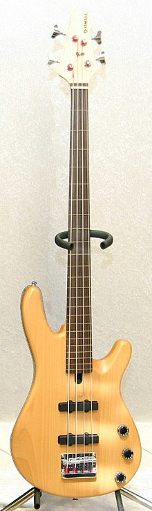 Yamaha BB404F Fretless bass.jpg