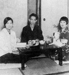 Yasunari Kawabata 1930+wife and sister.jpg