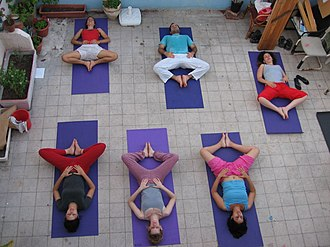 Yoga for therapeutic purposes - Image: Yoga Class