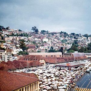 Andrianampoinimerina - The historic Zoma market, said to be the largest outdoor market in the world, was established in the Analakely neighborhood of Antananarivo by Andrianampoinimerina and ran continuously until being disbanded in 1997.