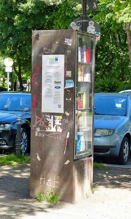 File:Öffentlicher Bücherschrank Köln Eierplätzchen 2.jpg - Wikimedia ...