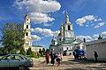Дивеево. Серафимо-Дивеевский монастырь, колокольня и Казанская церковь - panoramio.jpg