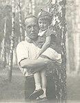 Изображение АНС с дочерью В август 1938.jpg