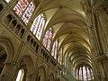 Центральный неф церкви сен-Пьер - panoramio (2).jpg