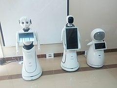 بعض الروبوتات التعليمية في كلية الذكاء الاصطناعي بجامعة كفر الشيخ.jpg