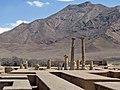 ستونها و دیوارهای معبد خورهه.jpg