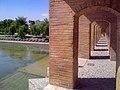 پلی بر روی زاینده رود، شهر تاریخی اصفهان.jpg