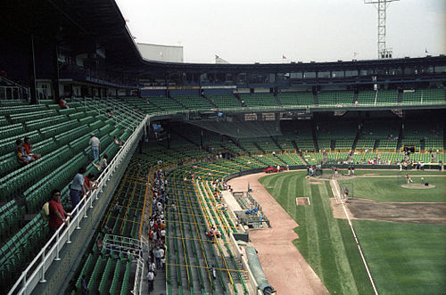 8207624283a Batting practice at Comiskey Park in 1986