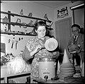 03-13-1952 10365 Winkeliers in feestartikelen (8419815166).jpg
