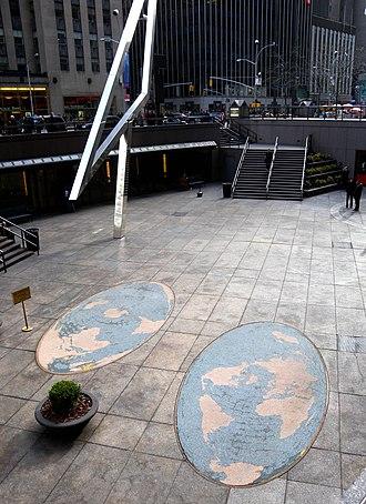 1221 Avenue of the Americas - World maps ans sculpture Sun Triangle