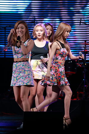 Mamamoo - Mamamoo performing in August 2015