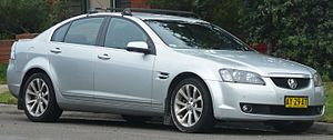2008 Holden Calais (VE MY09) V sedan (2010-06-17) 01.jpg