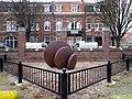 2016 Maastricht, Herbenusstraat, sculptuur Servatiusschool.jpg