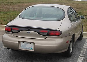 Ford Taurus (third generation) - Controversial oval rear window
