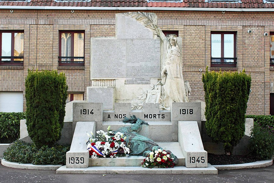 Monument aux Morts - Place du Souvenir, 59 Bergues