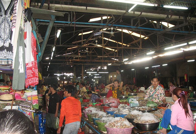 File:A view of the Old Market in Siem Reap.JPG