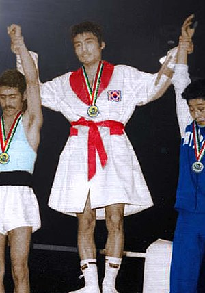 Park Chan-hee - Park (center) at the 1974 Asian Games