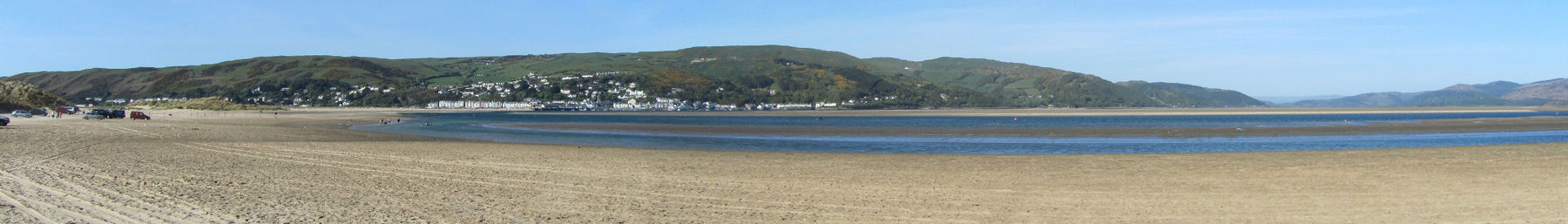 Aberdyfi banner Panorama across beach at low tide.jpg