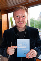 Albrecht Mayer with the Wikipedia Einmaleins.jpg