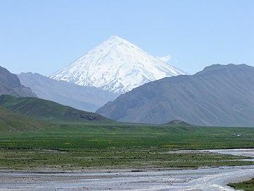 Almighty Damavand دماوند پوشیده ازبرف ازدوراهی معدن کمردشت - panoramio.jpg