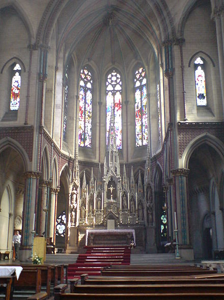 Main altar Altar, Church of the Holy Name of Jesus, Manchester.JPG