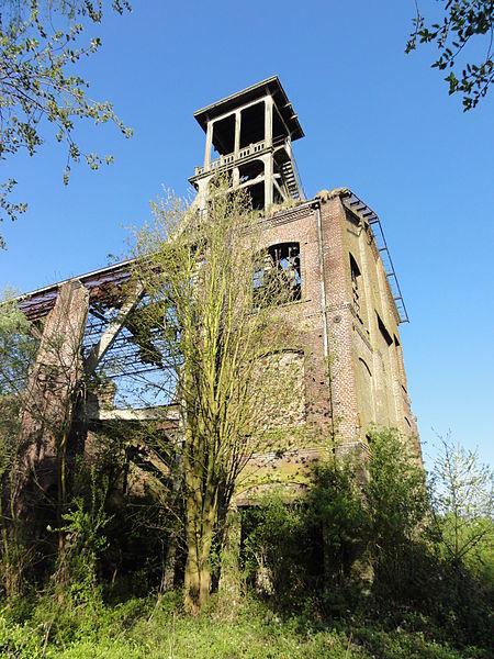 La fosse n° 2 dite de Flines à Anhiers de la Compagnie des mines de Flines puis de la Compagnie des mines d'Aniche était un charbonnage du bassin minier du Nord-Pas-de-Calais constitué d'un seul puits situé à Anhiers, Nord, Nord-Pas-de-Calais, France.