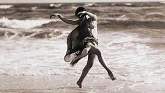 Expressionist dance - Anna Duncan at the sea front 1915.