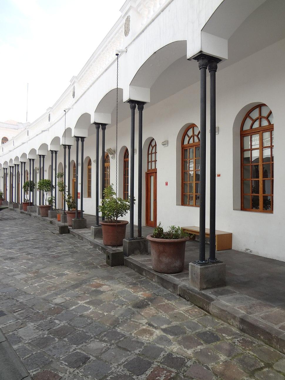 Antiguo Hospital Militar (Centro Histórico, Quito) pic a05