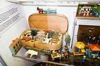 Antique wooden farm toys in original box (26453161080).jpg