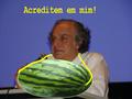 Arnaldo Jabor de melância no pescoço.png