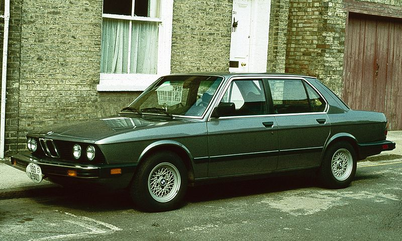 800px-BMW_528_US_Spec_Cambridge_1980.jpg