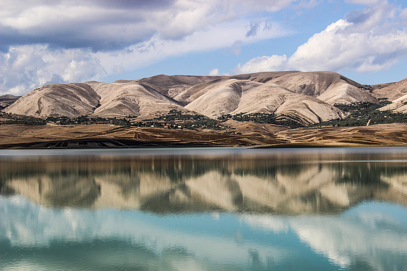 Озеро за греблею Кассеб, Туніс. Автор фото — Elarbi alaeddin (CC-BY-SA-3.0)